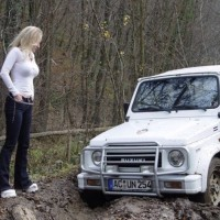 car_stuck_girls_06