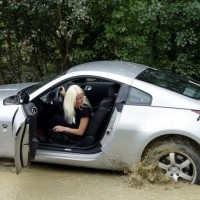 car_stuck_girls_11