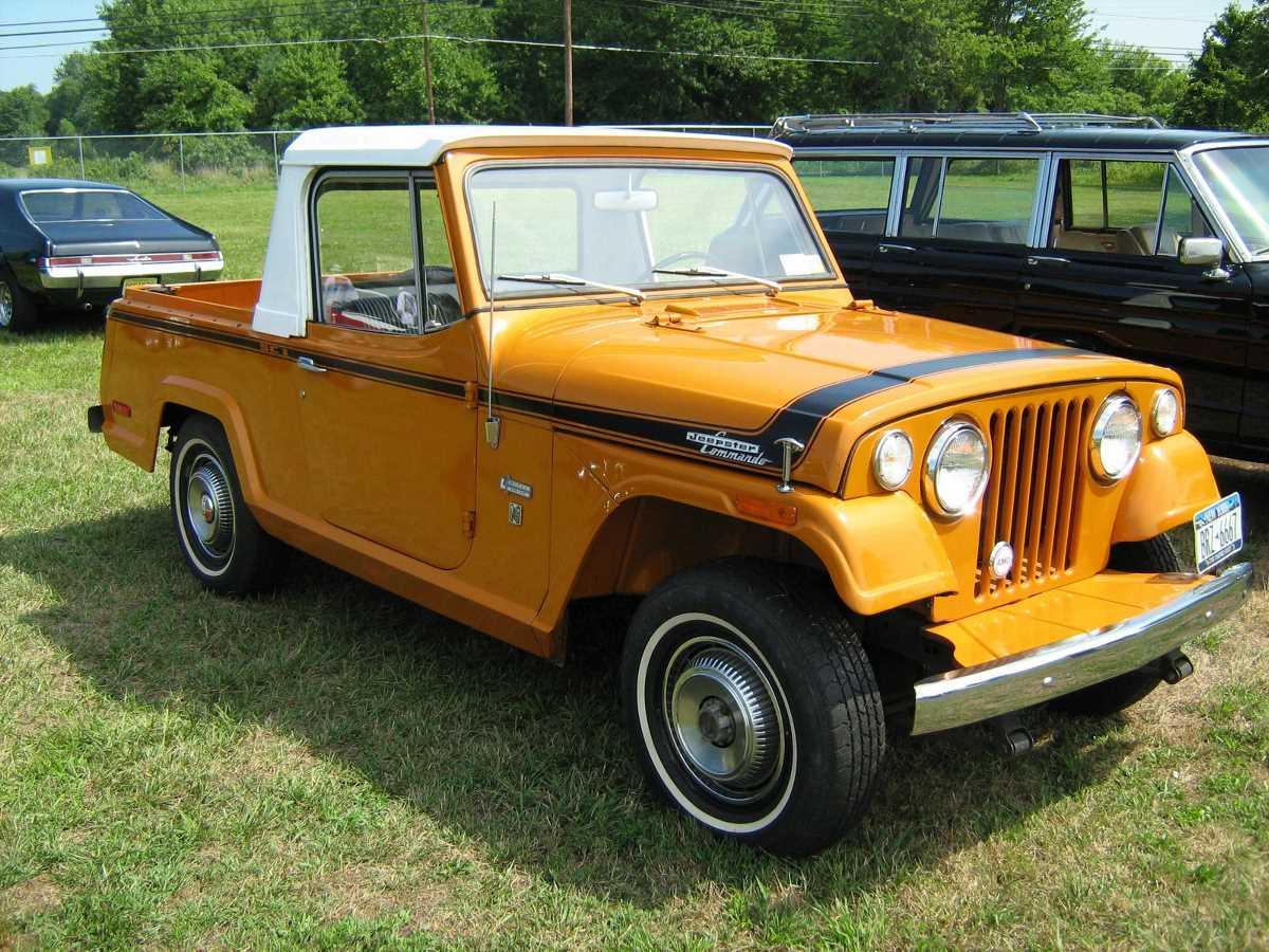 1971_Jeepster_Commando_SC-1_pickup_orange_r-Cecil'10