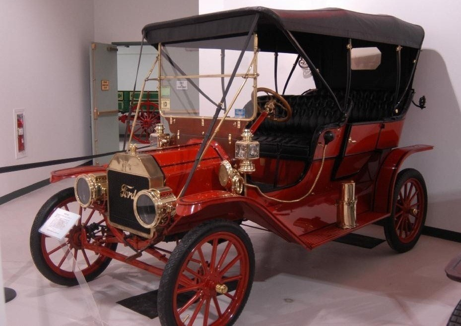 Ford T Touring 1909 года