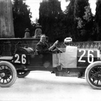 Norman_Olsen_in_his_Aquila_Italiana_at_the_1913_Targa_Florio