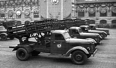 1948. (Пробные образцы 12-зарядных систем залпового огня БМ-31-12 на параде в Москве)