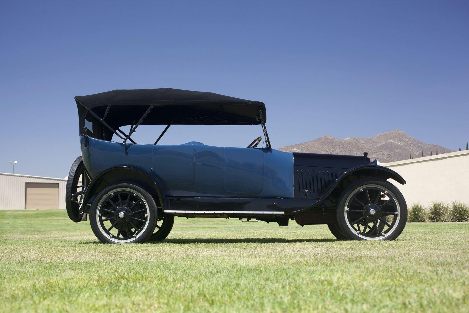 1917. Chandler Type 17 7-passenger Touring (Series 25)