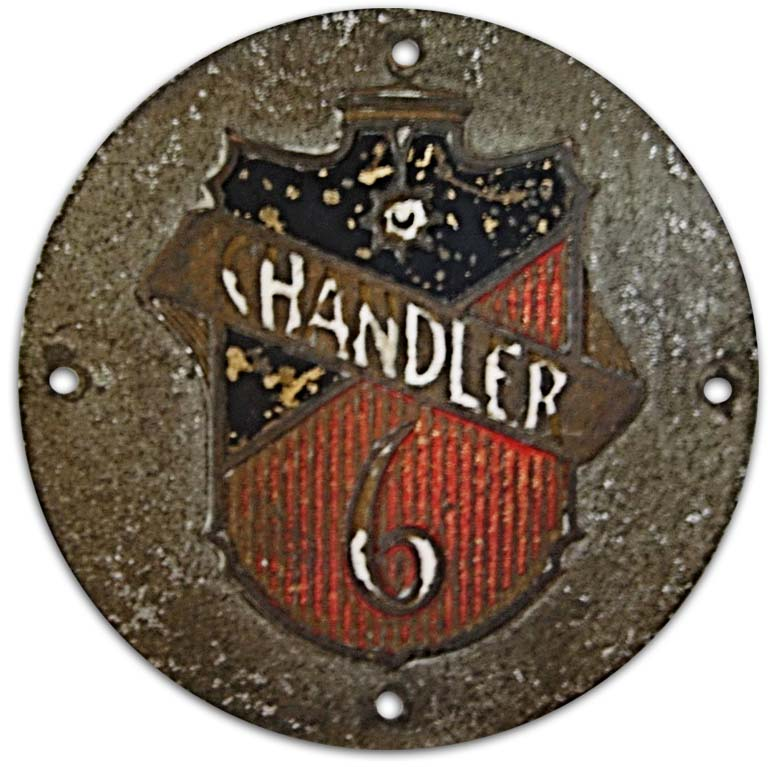 1926. Chandler Royal Six (1926 wheel hubcap emblem)