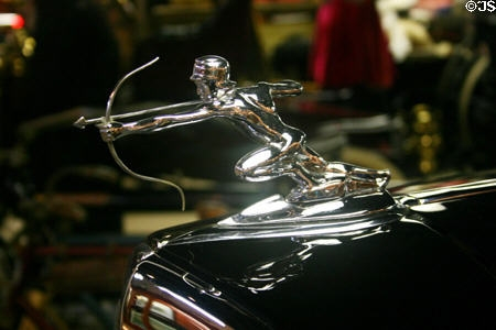 1934. Pierce-Arrow Town Brougham (hood ornament)