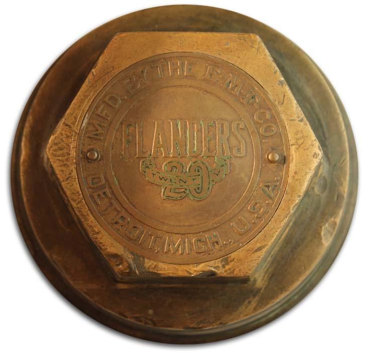 1912. Fanders Twenty, Manufactured by Studebaker Corporation (wheel hubcap)