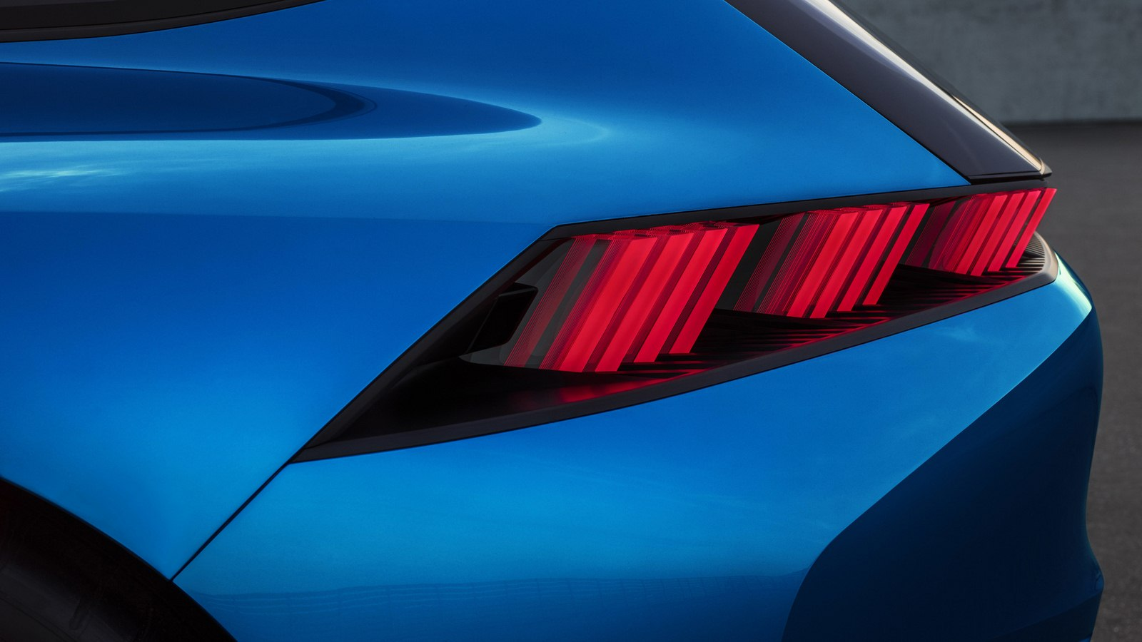 2017-Peugeot-Instinct-Concept-06