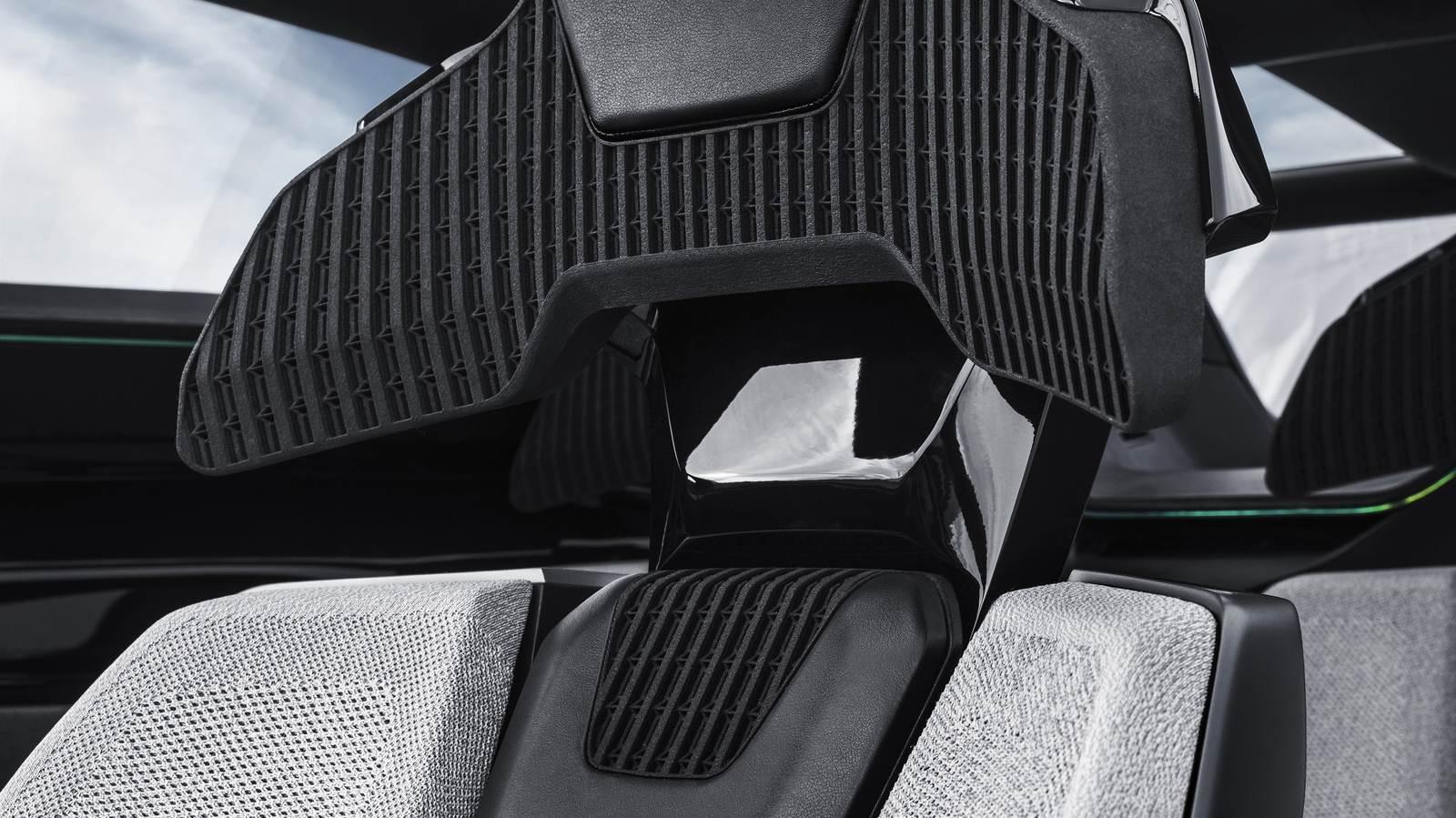 2017-Peugeot-Instinct-Concept-Interior-07