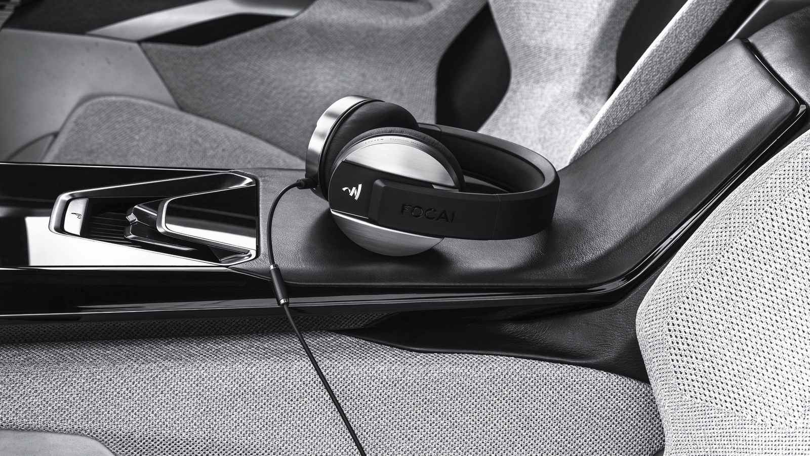 2017-Peugeot-Instinct-Concept-Interior-09