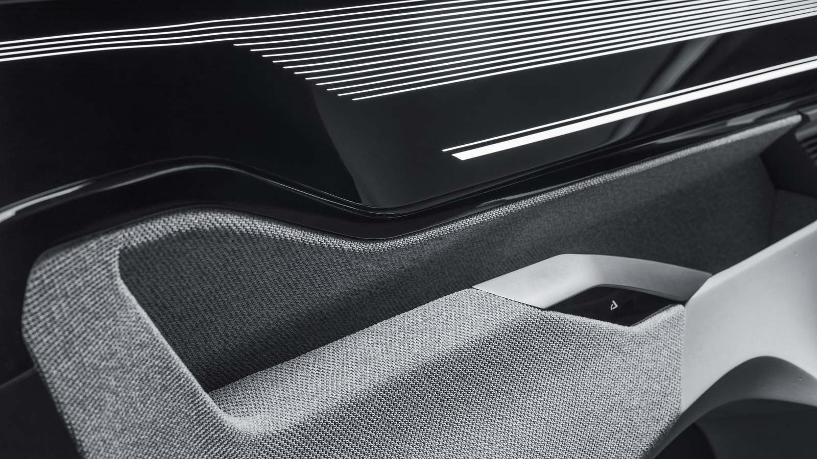 2017-Peugeot-Instinct-Concept-Interior-11