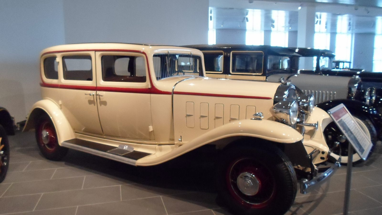 1931-1935. Buick 35-90 5-passenger Sedan